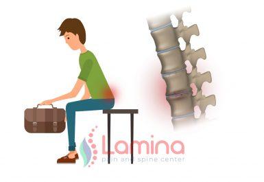 Postur tubuh tidak ideal, duduk membungkuk membawa beban