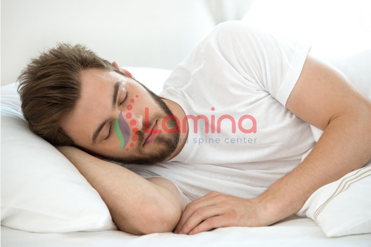 posisi tidur untuk nyeri punggung